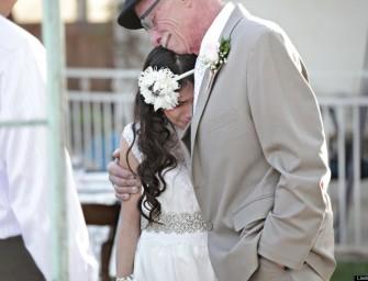 Умирающий от рака отец отвел к алтарю 11-летнюю дочь