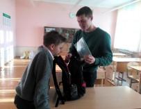 Ученики с аутизмом возвращают в школу мужчин