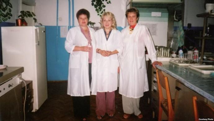 С коллегами в лаборатории
