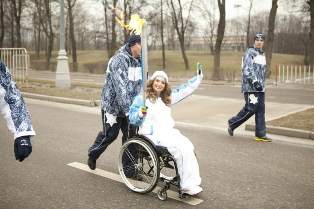 Дарья — факелоносец Паралимпийских игр в Сочи