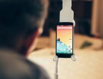 Бесконтактный смартфон поможет парализованным