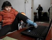 Девушка-инвалид написала роман левой ногой