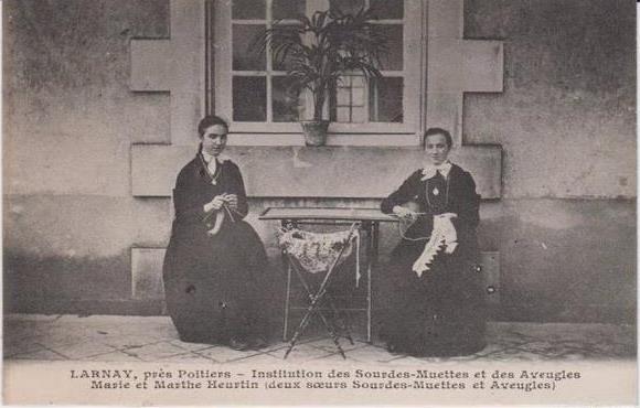 Мари Эртен со своей сестрой Мартой, также поступившей в приют