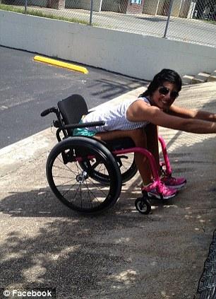 Кэти приняла участие в соревнованиях по триатлону на колясках