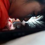 В Китае девочка-инвалид открыла интернет-магазин, чтобы продавать яблоки, которые выращивает ее семья