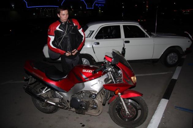 Саша получил травму, неудачно упав с мотоцикла