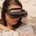 Благодаря «умным» очкам ослепшая женщина смогла увидеть новорожденного сына