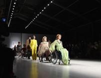 В модном показе в Нью-Йорке приняли участие люди с инвалидностью