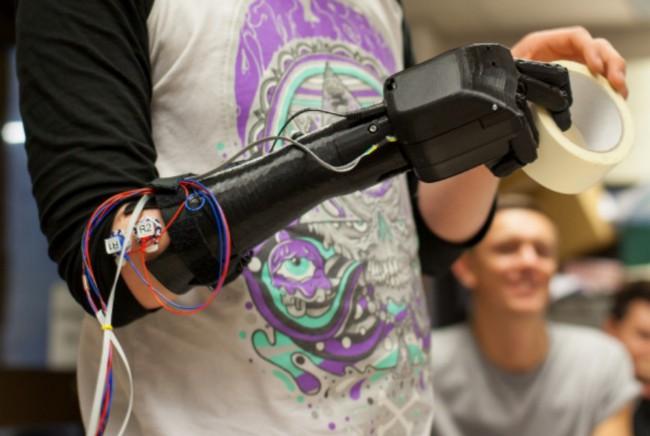Bionic-Hand3-650x436