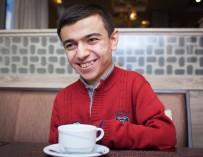 Невозможное возможно: О том, как молодой поэт Фариз Керимли борется с ограниченными возможностями и стремится победить болезнь