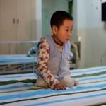 Зажигательный танец китайского мальчика с ампутированными ногами стал хитом в интернете