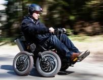 Моторизованная коляска-внедорожник: на экстремальную прогулку, не вставая с кресла