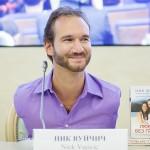Ник Вуйчич встретился с «хрустальным» мальчиком из России