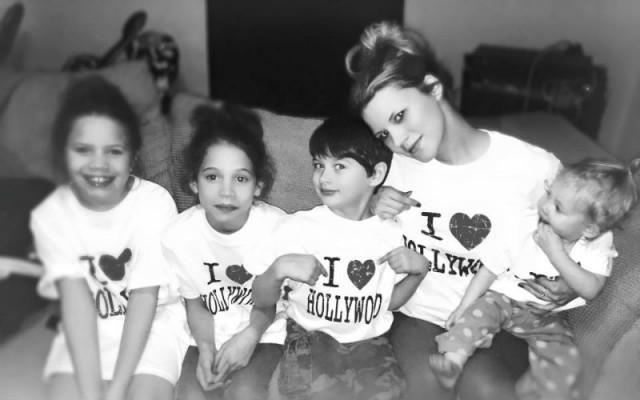 Кимбери Хендерсон с детьми