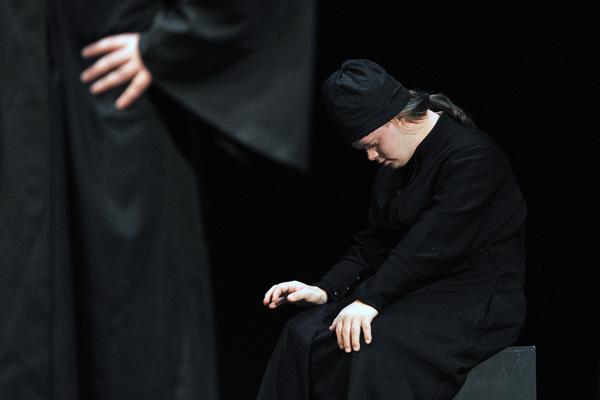 Актеры «Театра простодушных» во время спектакля на фестивале «Нить Ариадны». Фото: Владимир Песня / РИА Новости