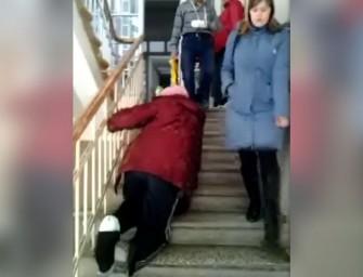 Посетителям уральского травмпункта приходится заползать к врачам на коленях