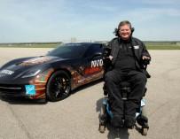 Парализованный гонщик проехал на суперкаре C7 Corvette Stingray