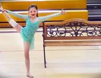 8-летняя девочка без ноги впервые станцевала перед зрителями