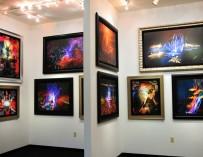 Гром и молнии: барабанщик без руки Def Leppard рисует необычные картины