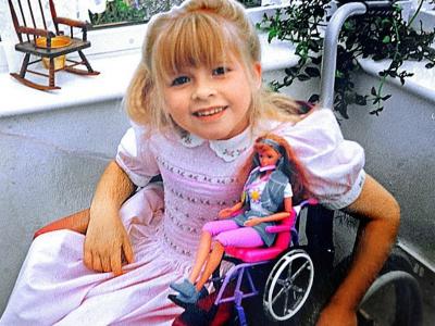 Девочка с куклой-колясочницей Бекки