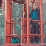 В центре Челябинска пенсионер сконструировал лифт для внуков-инвалидов