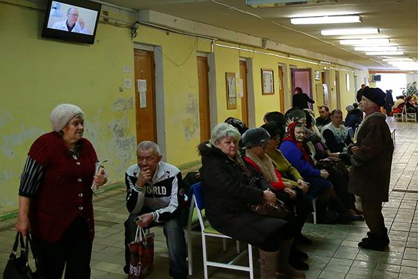 Очередь на прием к терапевту в одной из поликлиник города Иваново. Фото: Владимир Смирнов / ТАСС
