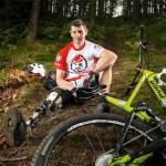 Велосипедист с одной ногой, создал себе протез из амортизатора RockShox
