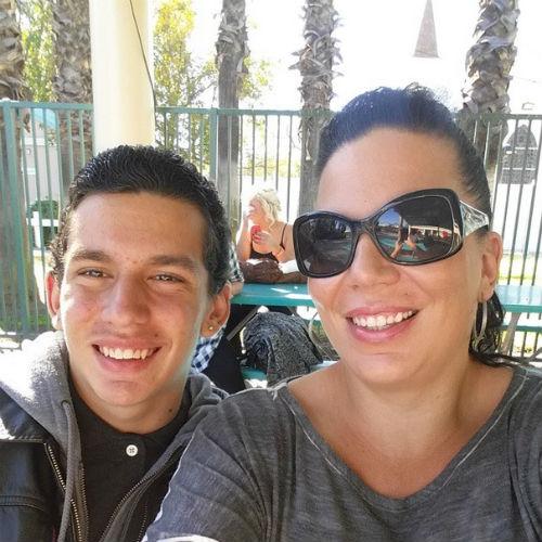 14-летний Джоуи с мамой, Амандой Гранадос
