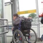 Инвалиды-колясочники выступили против подземных переходов