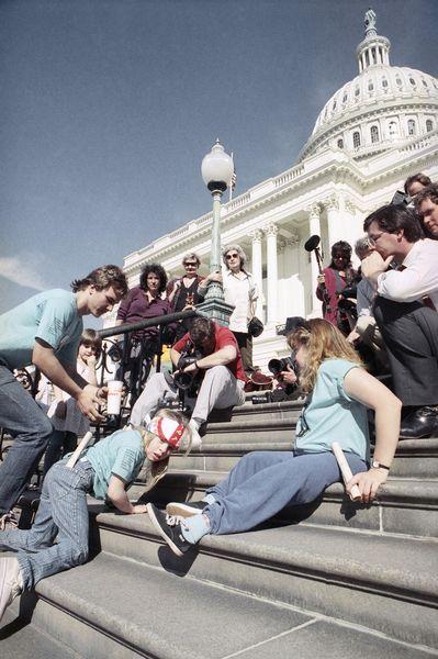 Дженнифер Килан на ступенях Капитолия