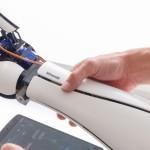 Роботизированная рука Limber Bionic Arm, которая подключается к смартфону