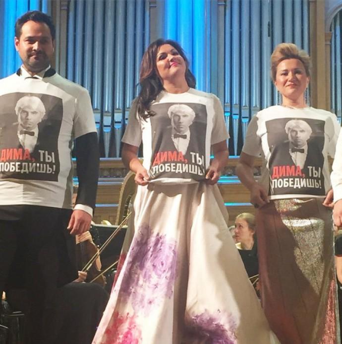 Артисты устроили акцию в поддержку Дмитрия Хворостовского