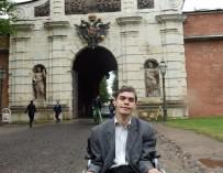 Хочу быть как все: екатеринбуржский инвалид-колясочник ремонтирует компьютеры, занимается спортом и ездит по стране