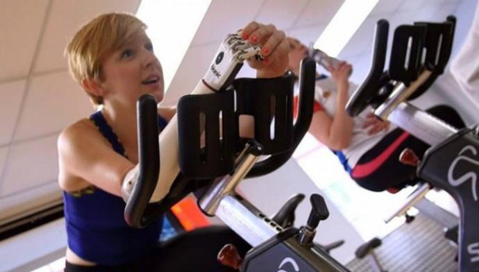 Благодаря своей новой руке Ники сможет больше времени проводить в спортзале (фото Steeper).