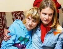 Прямой эфир: «К животным лучше относятся!» — Наталья Водянова защищает сестру