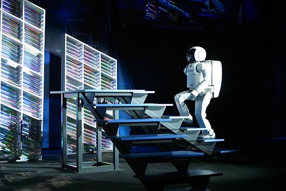 02_ASIMO_Climbing_Stairs_2