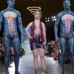 Своеобразие Нью-йоркской недели моды: поющие монахи на подиуме, красотка с бионической рукой и модель с синдромом Дауна