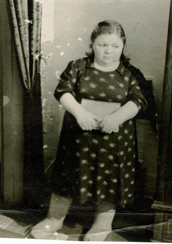 Фото тетя на диване 7 фотография