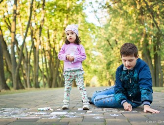 Братья и сестры людей с аутизмом рассказали, почему им трудно и в чем их счастье