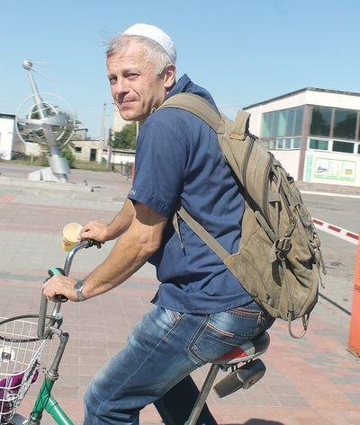 С коляски пересел на велосипед