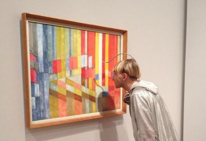 Нил Харбиссон различает цвета при помощи вживленной в мозг антенны