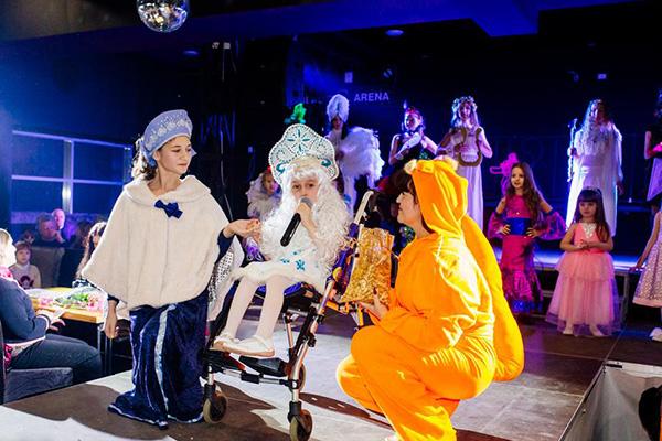 Театр помогает детям-инвалидам в социализации, считают руководители проекта. Фото: vk.com/club62731143