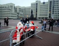 Дедов Морозов и Снегурочек в инвалидных колясках не пустили на праздничное шествие