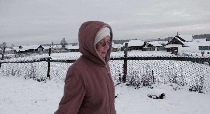 Жена Леонида работает в библиотеки города Звенигова, в 8 километрах от села. И каждый будний день оставляет Леонида одного дома с 9 утра до 16 вечера.