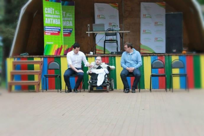 Валерий Спиридонов (в центре)  Фото: Vk.com/desireforlife