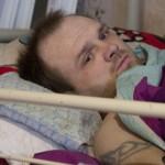 «Помогать тем, кто в таком положении». Прикованный к постели мужчина строит дом и центр для инвалидов