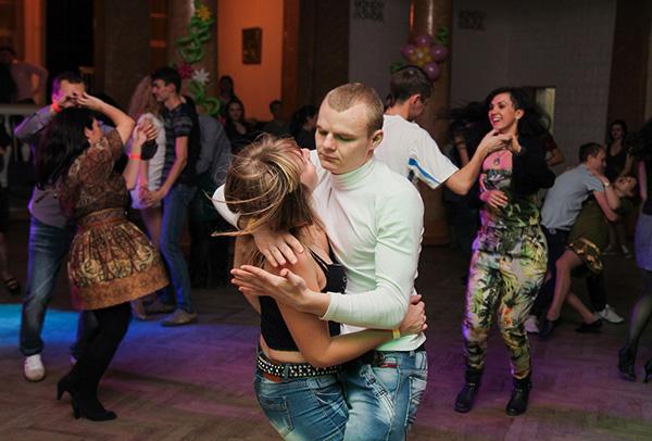 Екатерина Шустова и Алексей Сицкий в школе латиноамериканских танцев. Фото из личного архива.