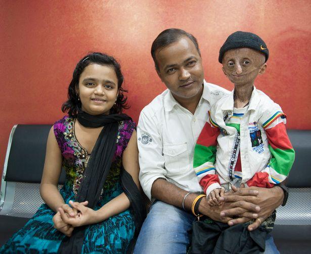 Фото. Нихал Битла с отцом и сестрой