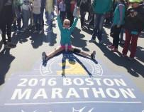 Американка, потерявшая ногу при теракте в Бостоне, вновь вышла на старт