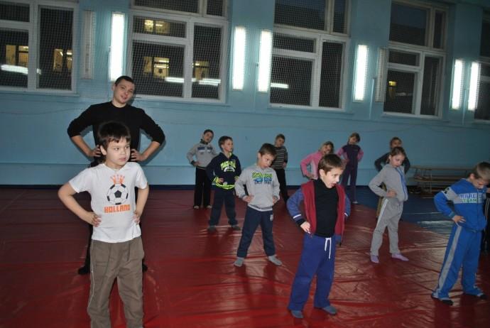 Илья на уроке физкультуры